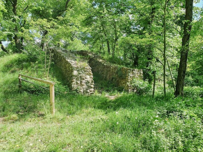 Reste der Grundmauern der Ruine von Burg Malchow