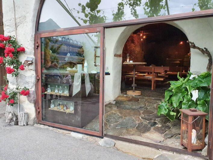 Blick auf den Verkaufsraum des Torgglerhofs