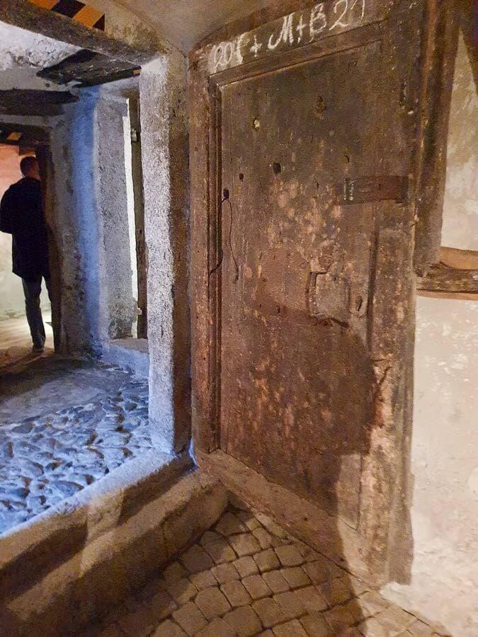 Blick in die Kellerräume des Torgglerhofs Schenna