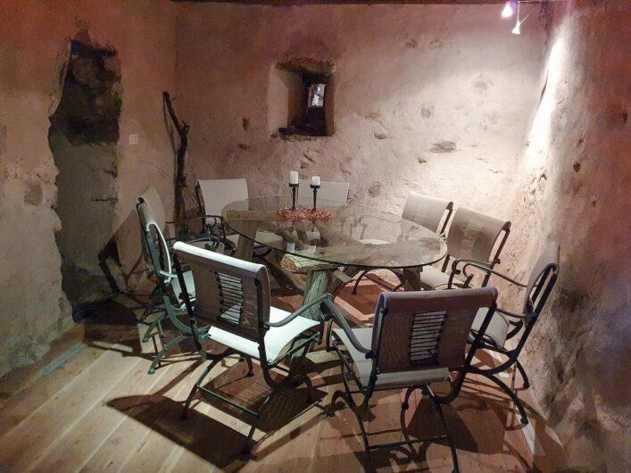 liebevoll ausgestatteter Kellerraum im Schenner Torgglerhof