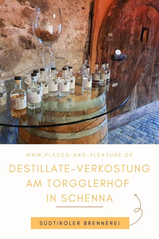 Brennereien in Südtirol: Geschichtsträchtige Räume, feine Brände aus eigenem Obst. Interessante Schnapsverkostung am Torgglerhof in Schenna.