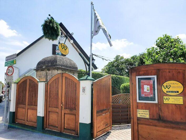 Tor eines Heurigen in Perchtoldsdorf
