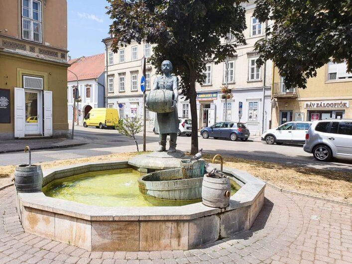 Springbrunnen mit Braumeisterstatue in Sopron