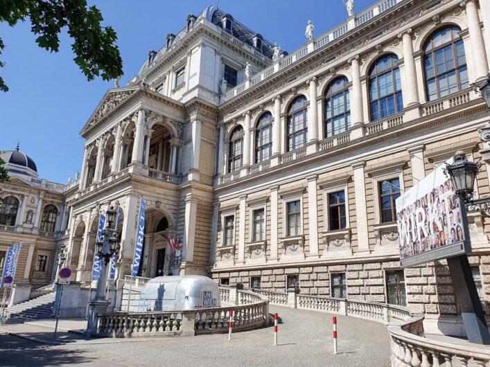 prächtiger Bau der Universität Wien an der Ringstraße
