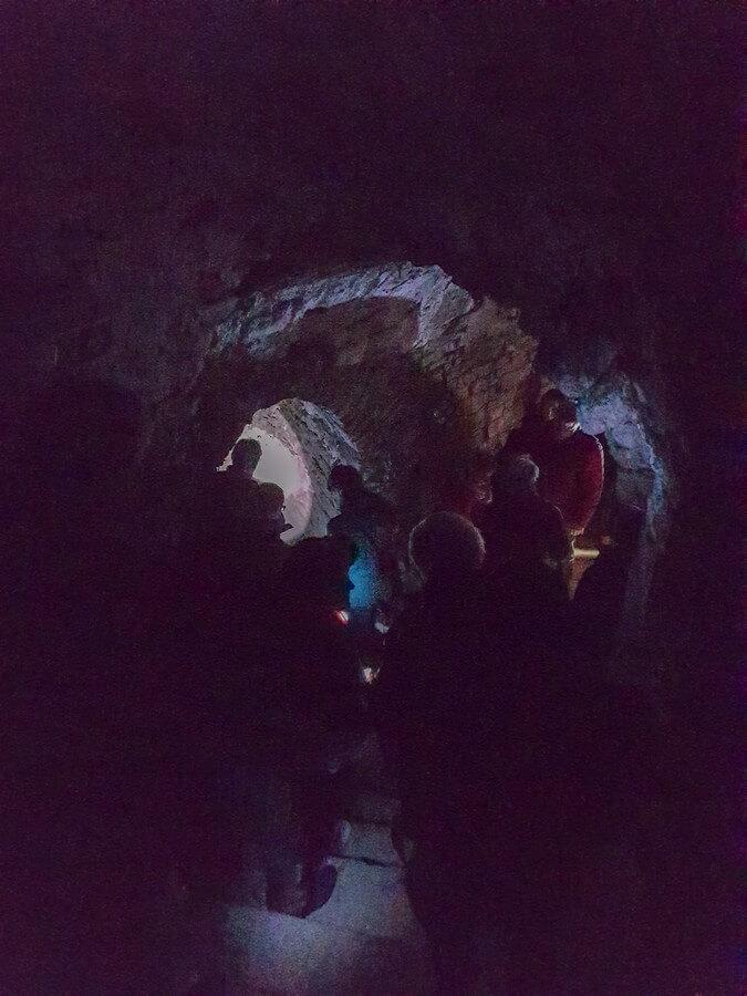 Blick in die dunklen Horchgänge der Zitadelle Petersberg