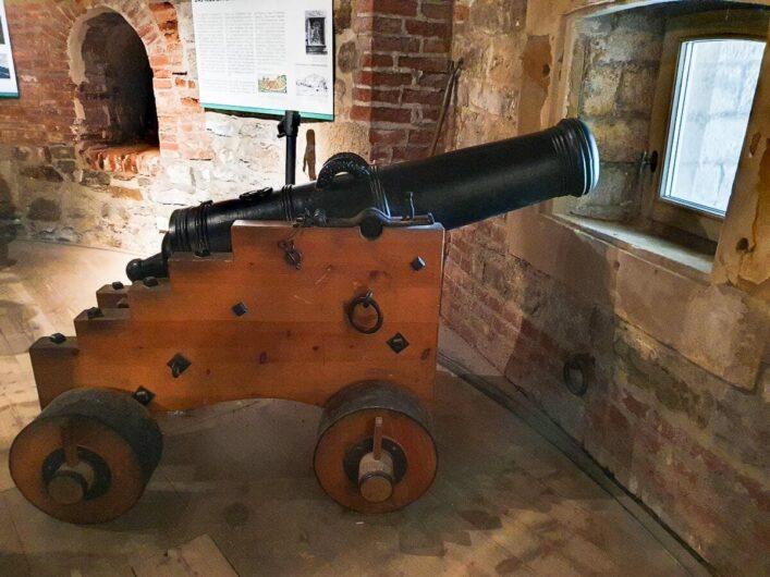 Kanone im Aussichtsturm auf der Bundesgartenschau
