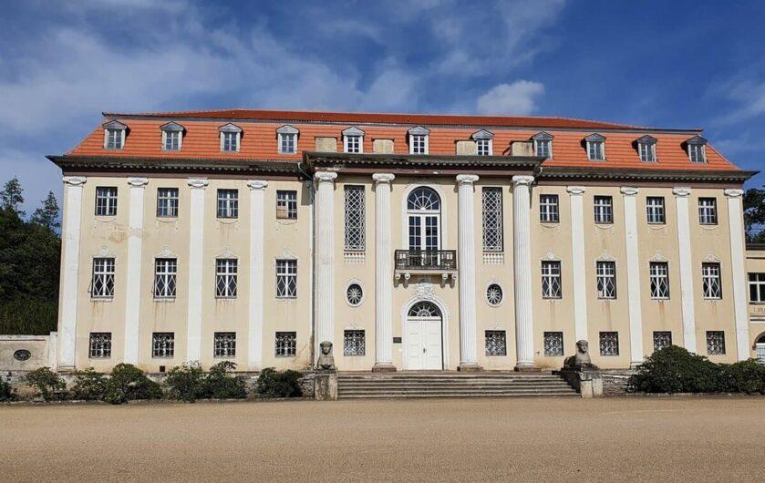 Blick auf das Neue Schloss Tangerhütte