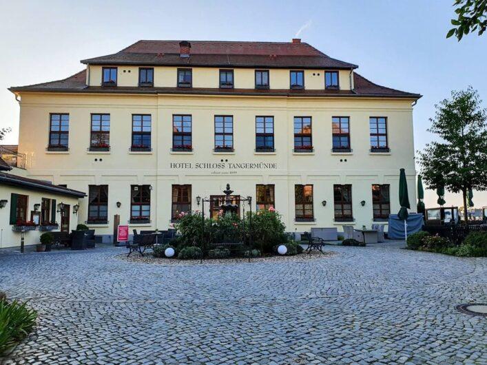 Blick auf das Hauptgebäude vom Schlosshotel Tangermünde