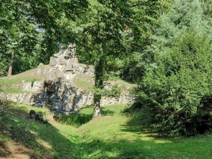 Stein des Wasserfalls im Stadtpark Tangerhütte